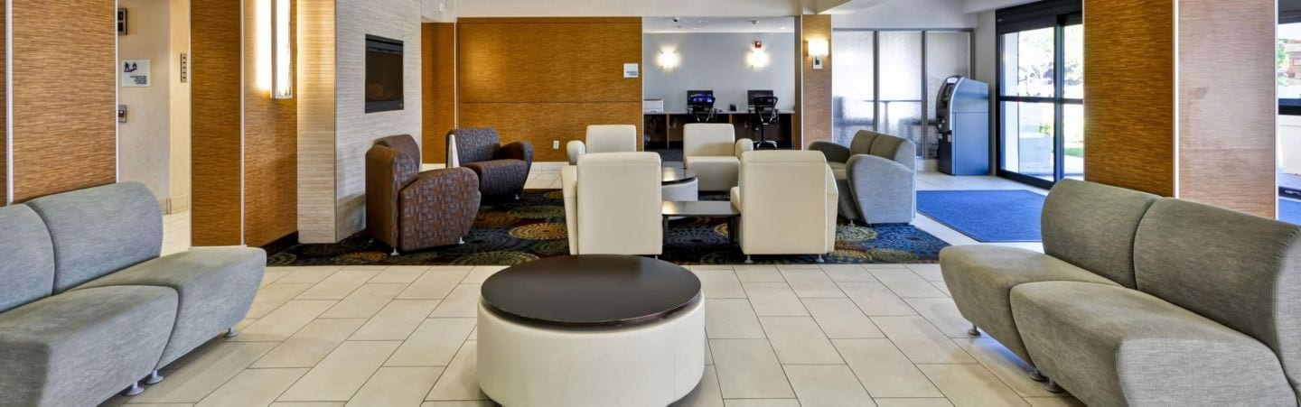 Holiday Inn Express Romulus Detroit Airport lobby