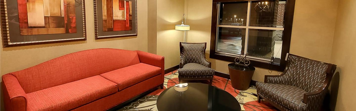 Holiday Inn Express & Suites Plymouth Ann Arbor lobby
