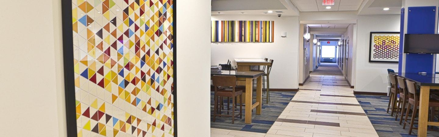Holiday Inn Express & Suites Rochester Hills lounge