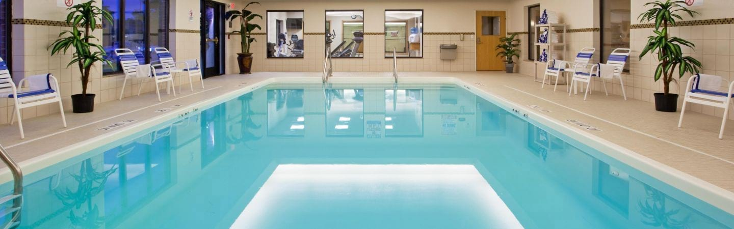 Holiday Inn Express & Suites Utica pool