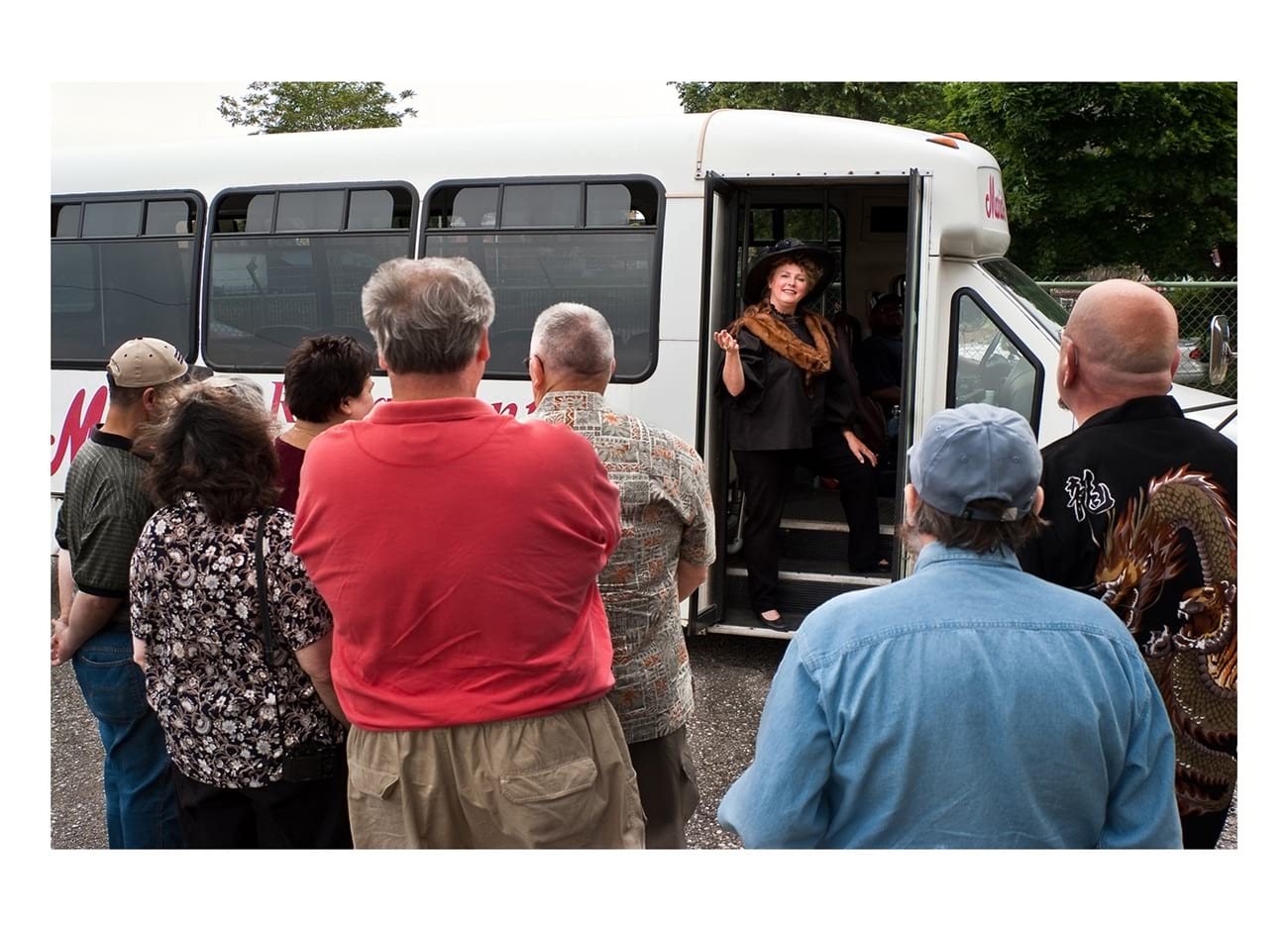 Best Detroit Tours shuttle bus