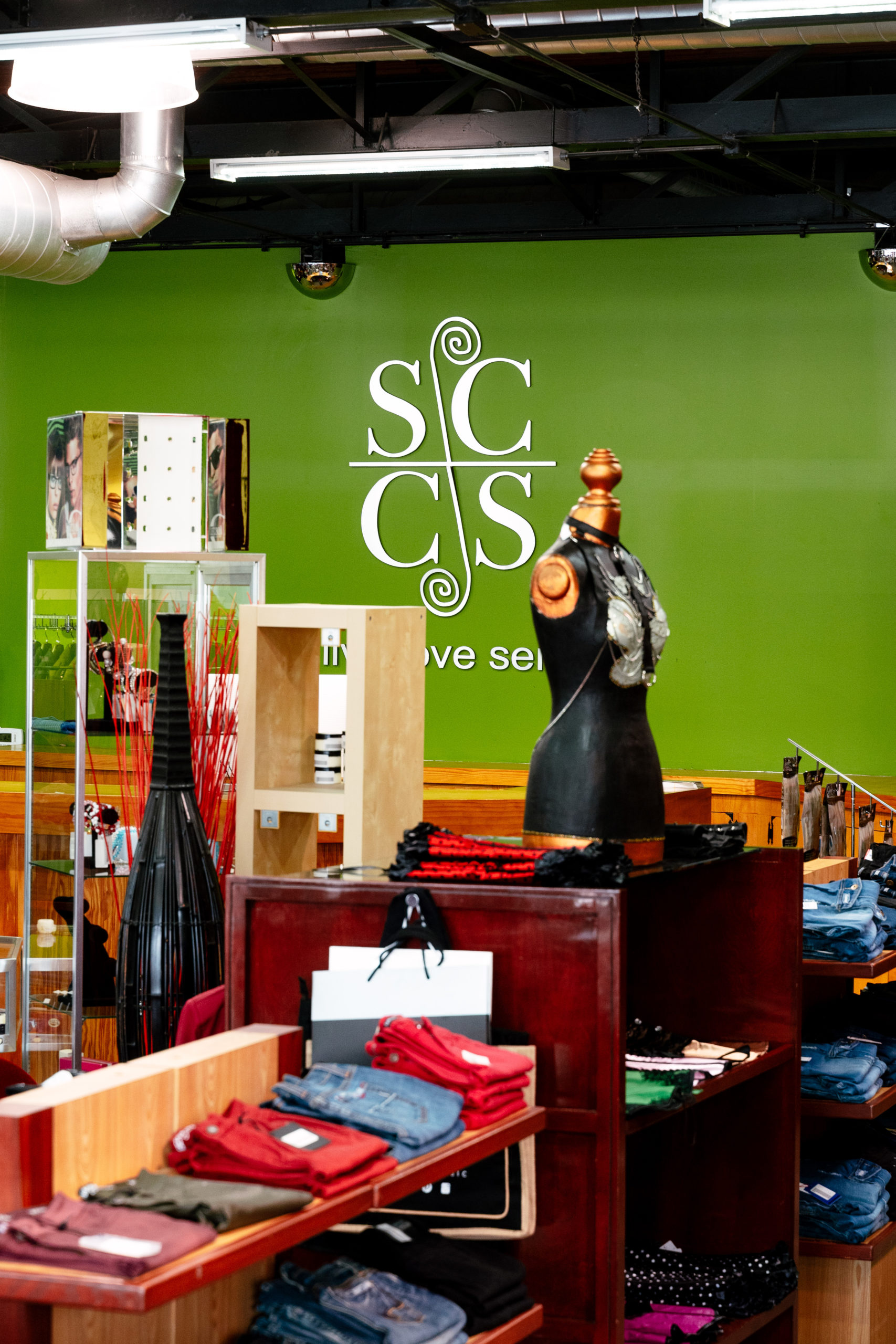 Simplycasual Clothingstore display